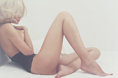 Шугаринг и депиляция воском зоны глубокого бикини, ног полностью и подмышечных впадин в студии красоты Konfetti. Скидка до 69% от КупиКупон