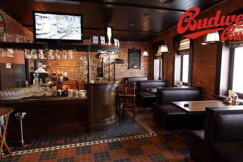 Меню и напитки, чешское пенное фирменного бренда и другие напитки в ресторане Budweiser Budvar. Неизменные традиции и отличный сервис! Скидка 50% от КупиКупон