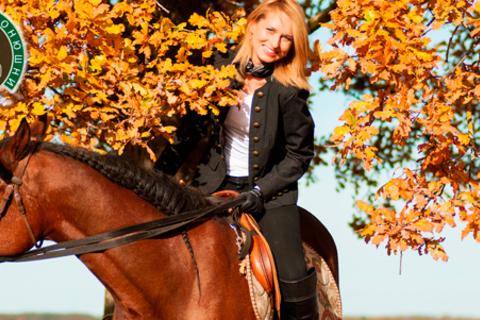 2 часа конной прогулки в поле, по лесу или к каналу с инструктажем для одного или двоих в загородном клубе «Игнатовские конюшни». Скидка до 51%