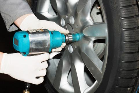 Шиномонтаж и балансировка четырех колёс до R19 в автосервисе «Грыж-Net». Скидка до 63% от КупиКупон