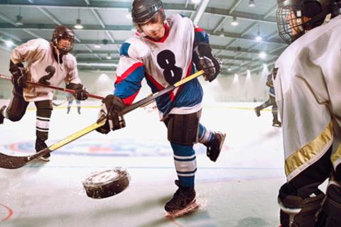 4, 8 или 12 занятий по обучению игре в хоккей для взрослых и детей в «Академии хоккейного мастерства». Скидка до 54% от КупиКупон