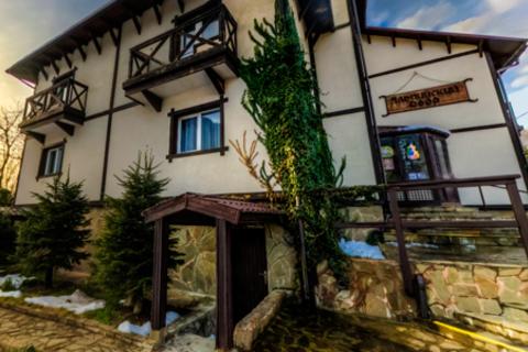 От 3 до 8 дней для двоих в Красной Поляне в отеле «Альпийский двор»: комфортные номера, питание, сауна и не только. Скидка до 71%