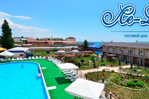 Проживание для двоих в номерах категории «Люкс» в Крыму на берегу Чёрного моря с 3-разовым питанием, ароматерапией и развлечениями в гостевом доме «Ле-Ди». Скидка до 57%