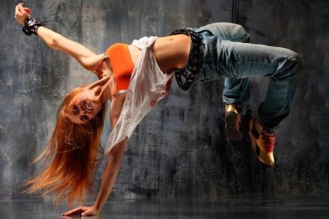 Занятие танцами в сети Go-dance studio: 8, 16, 24 или 32 занятия. Скидка до 74%