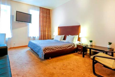 Проживание в комфортабельных номерах в отеле «Сквер» на Маяковской со скидкой 50%
