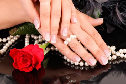 Ногтевой сервис в салоне красоты Delis: мужской маникюр, экспресс- или европейский маникюр и педикюр с покрытием гель-лаком.  Скидка до 71%