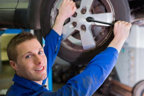 Шиномонтаж и балансировка 4 колес до R18 в автоцентре Re:Cord. Скидка 75%