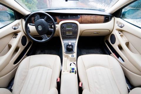 Полная химчистка салона, полировка кузова и защитное покрытие стекол и кузова от автосервиса Resauto.  Скидка до 79%
