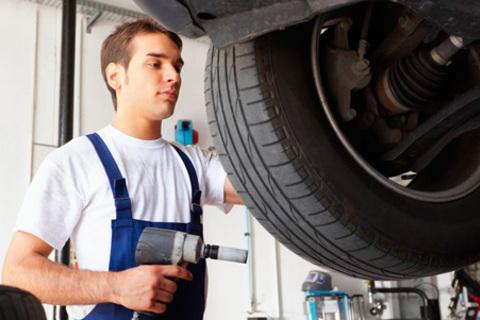 Шиномонтаж и балансировка четырех колес до R18 в техцентре «МИО-Центр». Высокое качество работ и разумные цены! Скидка 69%