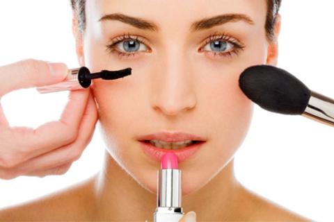 Обучение в студии «Beauty-клуб»: практические занятия, мастер-классы или курсы обучения визажу со скидкой до 84%