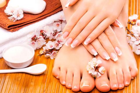 Ногтевой сервис в салоне красоты «Ноза»: классический или европейский маникюр и педикюр с покрытием на выбор, укрепление ногтей биогелем, наращивание ногтей и не только. Скидка до 77%