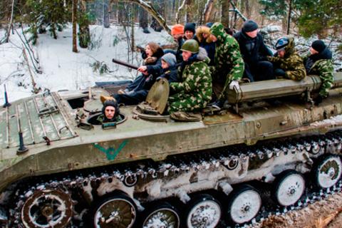 Военные маневры на танках на БТР-80, БРДМ-2 и БМП-1 со стрельбой из АК-47 и армейским обедом для одного и двоих от компании «Воентанктур». Скидка до 56%