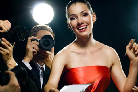 Фотосессия для одного, двоих или компании до 5 человек в «Студии 89»: аксессуары и реквизит студии, гардероб, 100 профессиональных фотографий и не только. Скидка до 87%